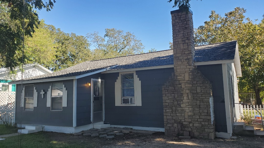 New Braunfels, TX - We installed thunderstorm Grey Tamko Heritage shingles on a small quaint home behind Kohl's in New Braunfels.