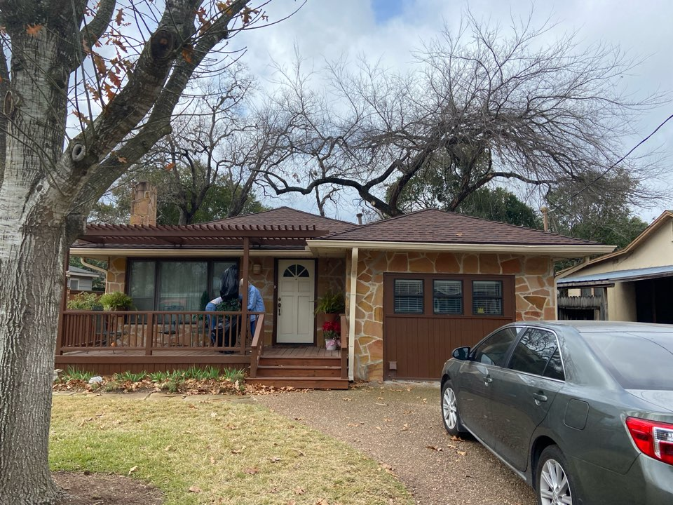 New Braunfels, TX - We installed Hickory GAF HDZ shingles on a single story home in New Braunfels.