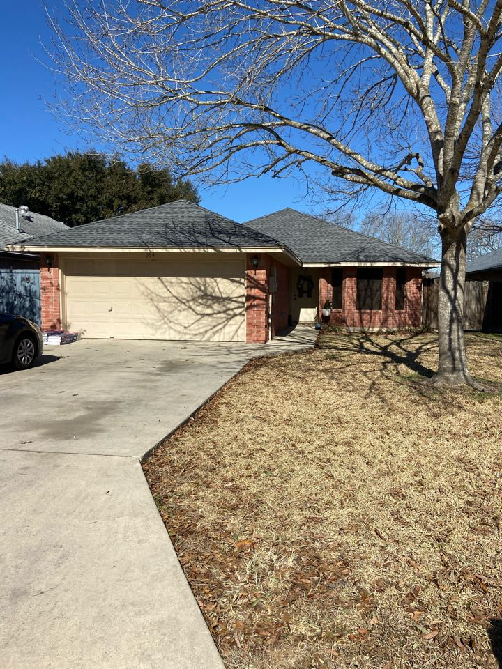 New Braunfels, TX - We installed Pewter Gray GAF HDZ shingles on a single story home in New Braunfels.