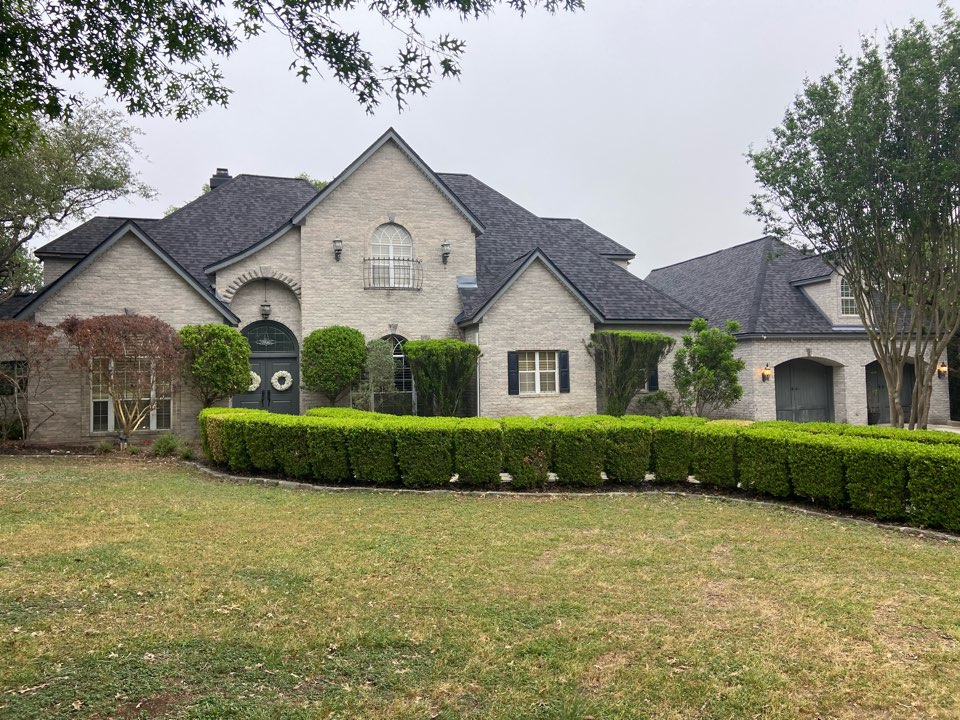 New Braunfels, TX - We installed Moire Black CertainTeed Dimensional shingles on a single story home in New Braunfels.