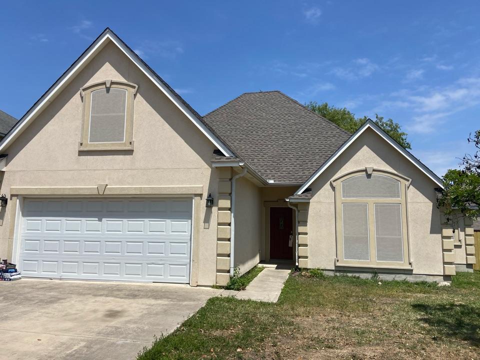 New Braunfels, TX - We installed GAF HDZ Weathered Wood shingles on a steep single story home in New Braunfels.