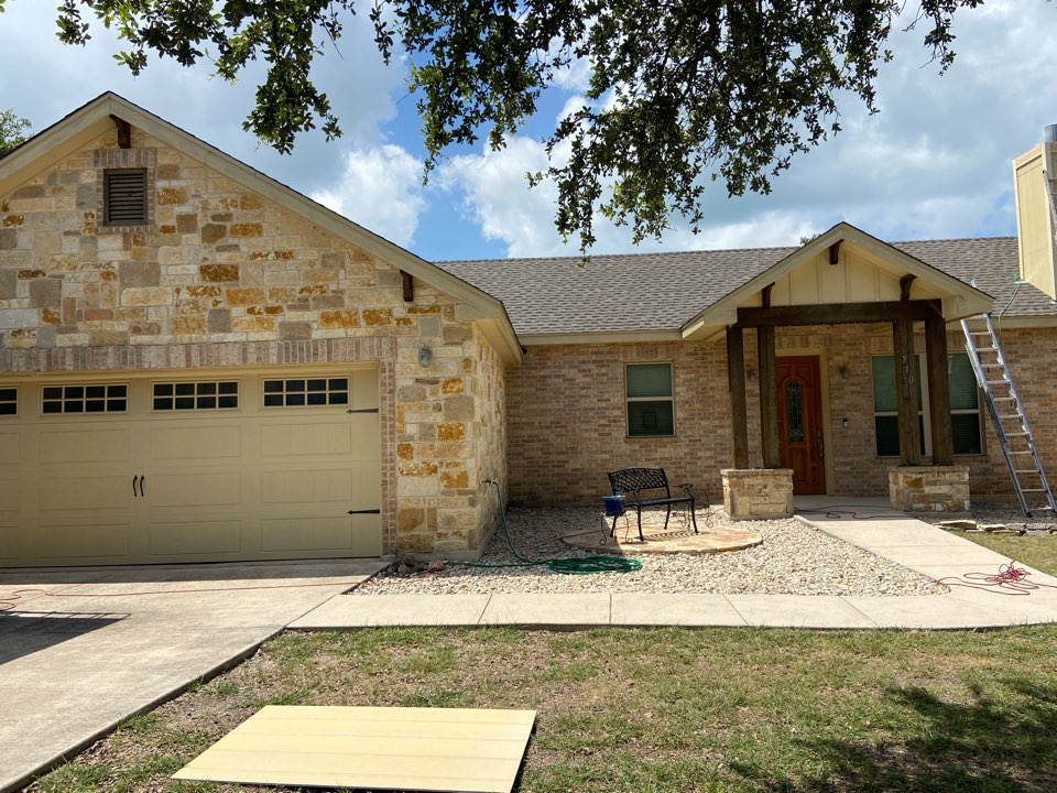 Canyon Lake, TX - We is installed weathered wood GAF HDZ shingles on a single story home in Canyon Lake.