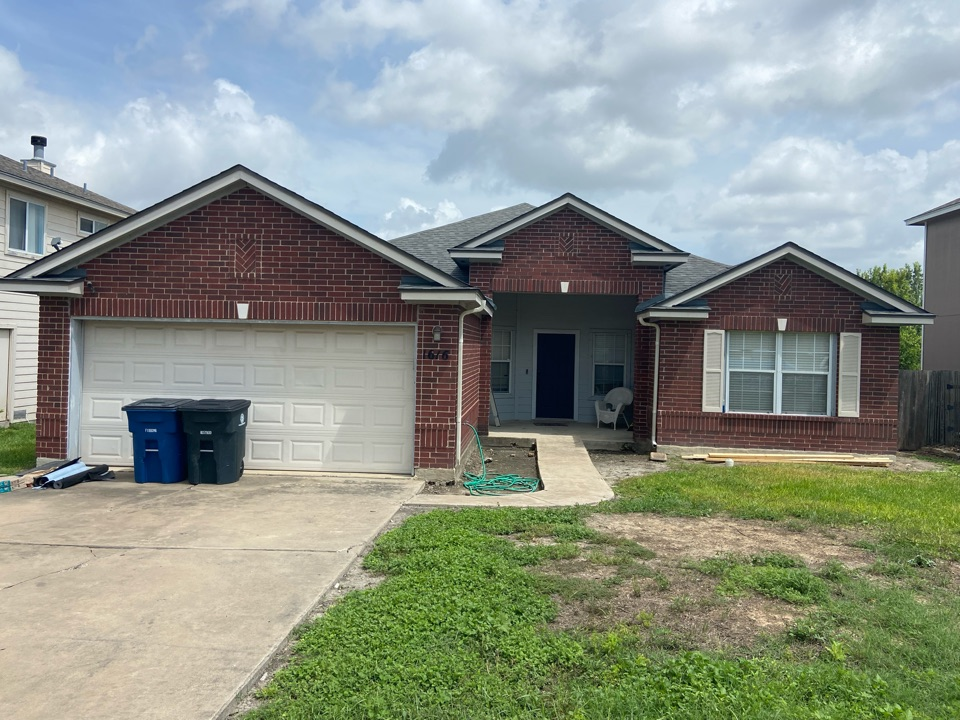 New Braunfels, TX - We installed CertainTeed Landmark Georgetown Grey shingles on a single story home in New Braunfels.