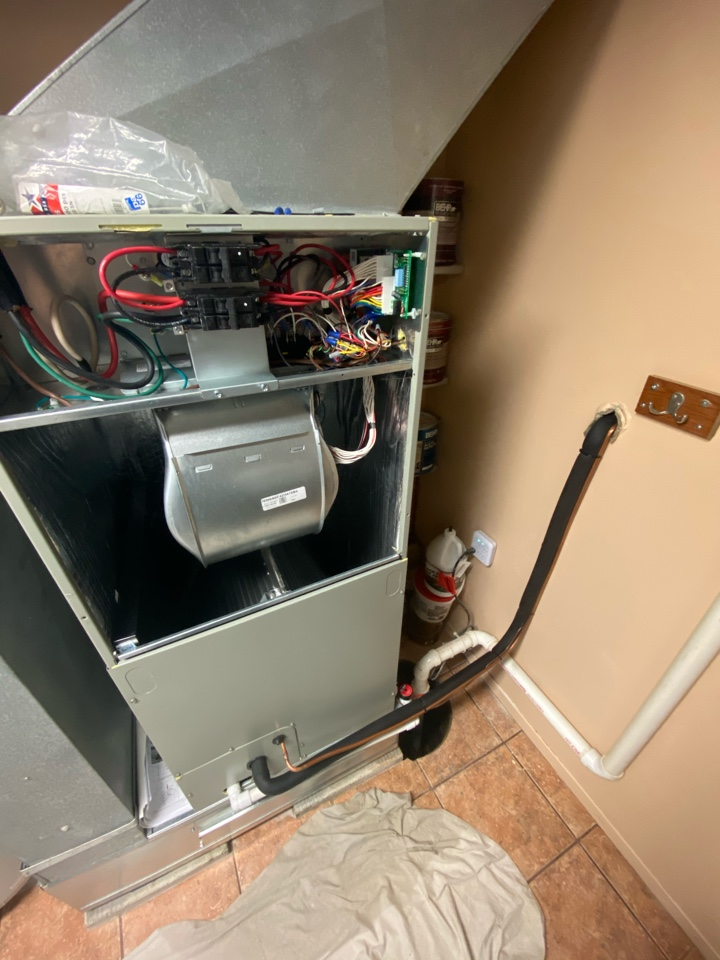 Downingtown, PA - Finishing up on this brand new American Standard heat pump.