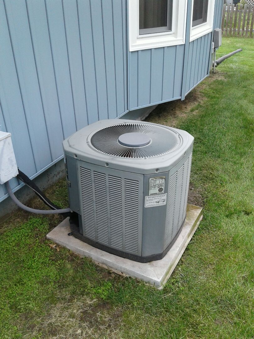 Belton, MO - Perform maintenance on Trane air conditioner
