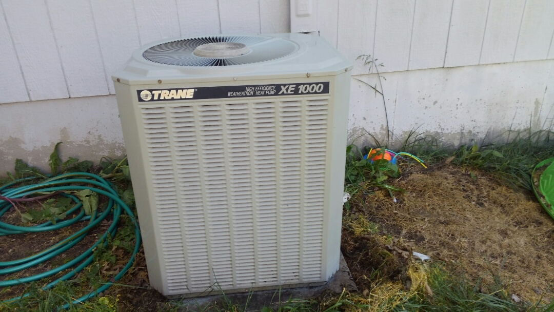Raymore, MO - Spring tune up and preventive maintenance on Trane xe1000 heat pump