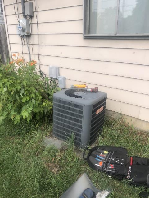 Huber Heights, OH - I replaced the Compressor-Motor Surge Capacitor on 2014 Goodman system