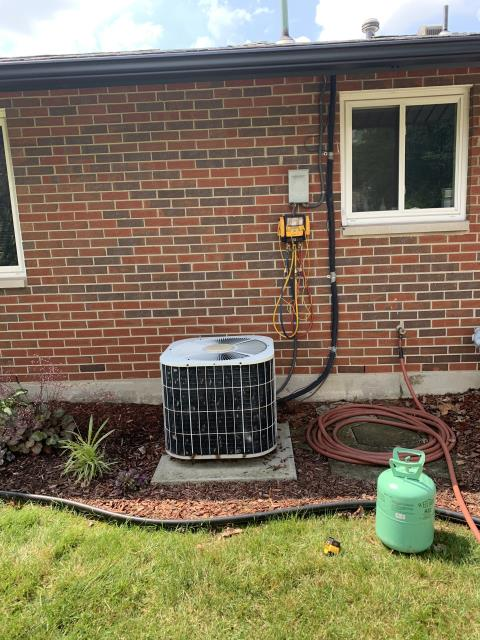 Huber Heights, OH - I installed a new  Carrier 13 SEER 2.5 Ton Air Conditioner