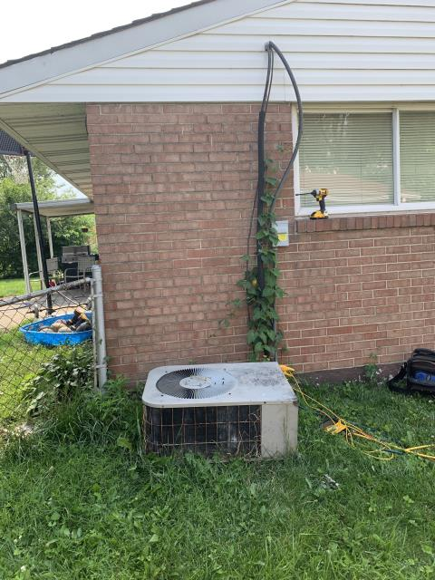 Huber Heights, OH - Found Goodman AC in poor shape. This is a 30 year old system, strongly recommend replacement. Sent the landlord findings and recommendations.