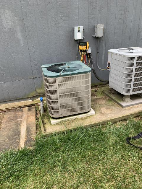 Jamestown, OH - Added 2 pounds of refrigerant on Goodman Heat Pump. The system is 16 years old. Unit operational at departure.
