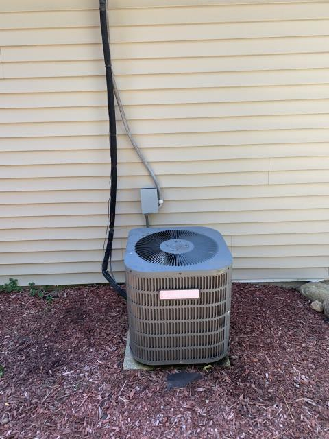 Fairborn, OH - Found faulty compressor on Goodman AC. Due to age and condition, customer opted to replace system with new Carrier equipment.