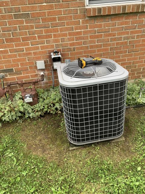 Fairborn, OH - I here for a 10 year old air conditioner not cooling. On arrival found capacitor failed on outdoor unit. Replaced capacitor and cycled system. Verified refrigerant charge. System seemed to actually be a little bit overcharged, running at 2° superheat. Let out a little refrigerant to achieve a 8° superheat