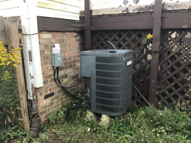 Miamisburg, OH - HP/2006 Outside unit not kicking on, Turned unit on at stat. Indoor fan came on however outdoor unit did not.