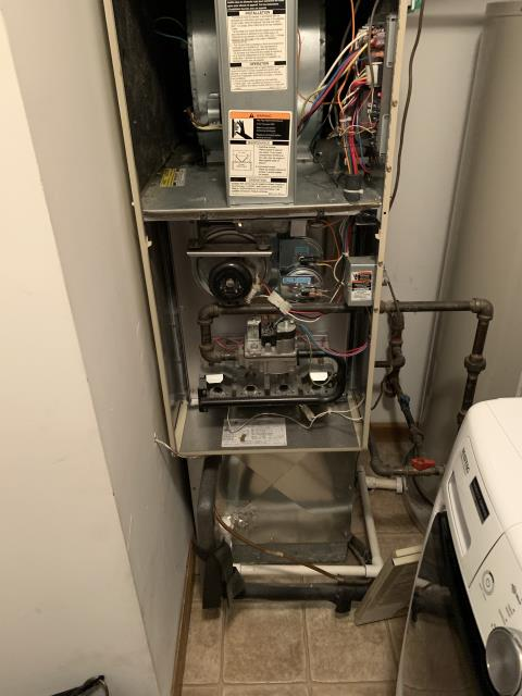 Dayton, OH - I am Performing our Five Star Tune-Up & Safety Check on a 2000 Bryant  Gas Furnace.  All readings were within manufacturer's specifications, unit operating properly at this time.