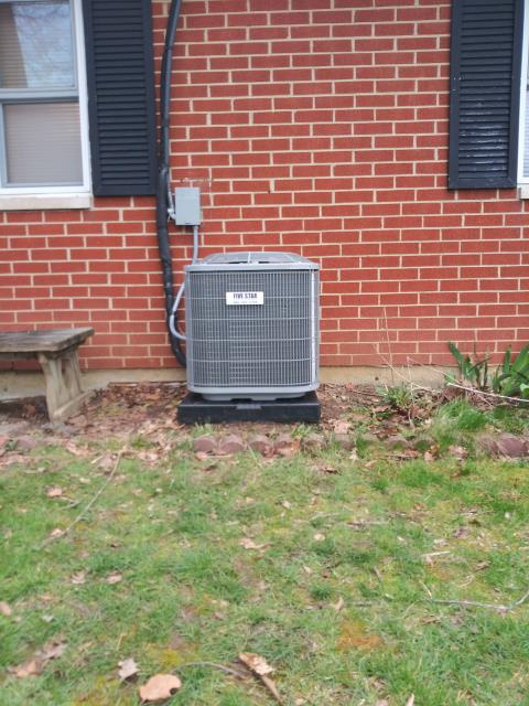 Huber Heights, OH - Installing a 2020 Five Star 13 SEER 2 Ton Air Conditioner for a customer and removing their old Comfortmaker unit.