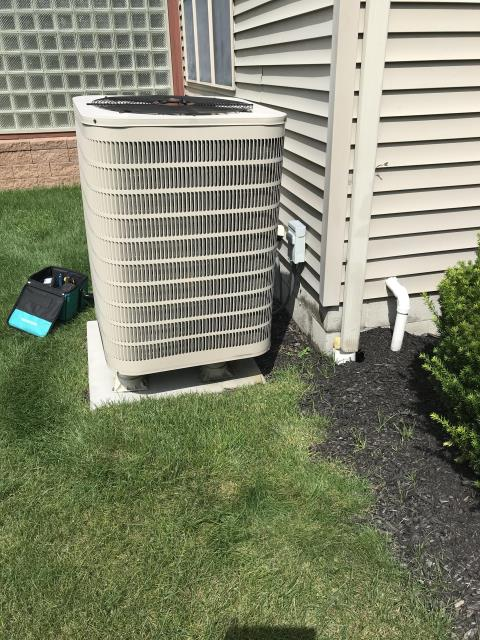 Youngstown, OH - This Home will be warm this winter with their new Very efficient Amana Furnace Plus a A/C unit and a easy to use digital communicating thermostat.