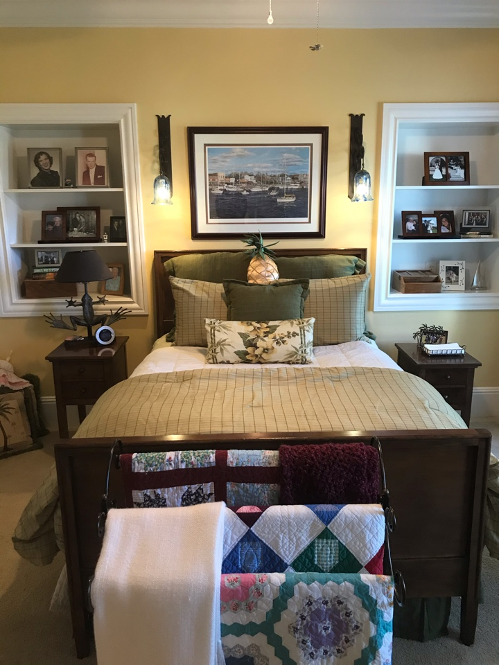 A fresh made bed will make your guests feel home