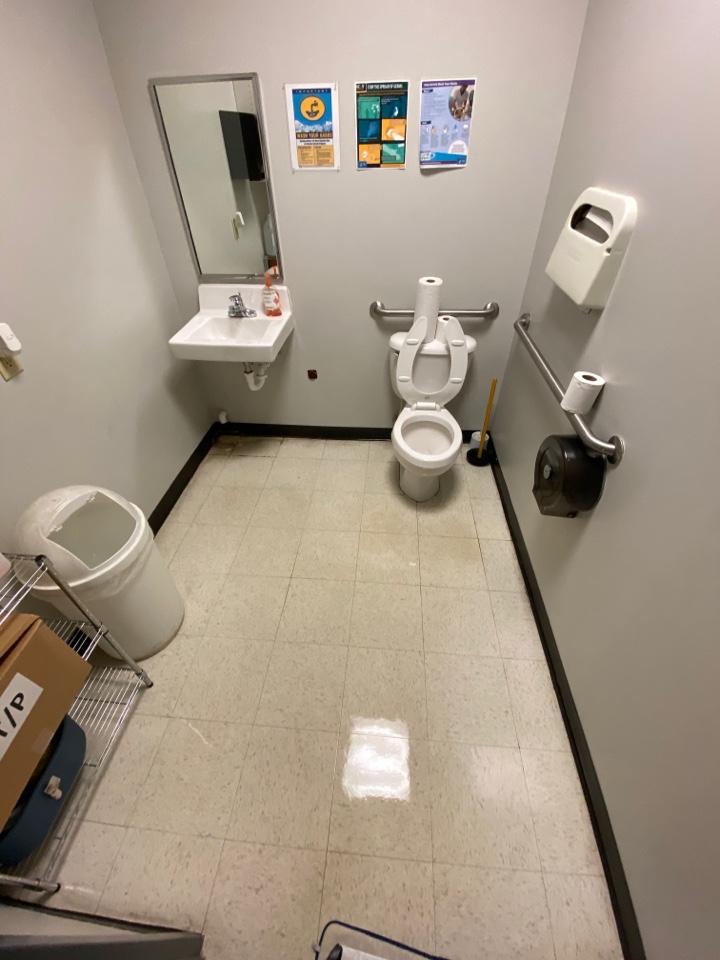 Greensboro, NC - Clean bathroom