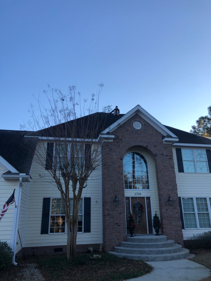Wilmington, NC - Giving a future client a free estimate