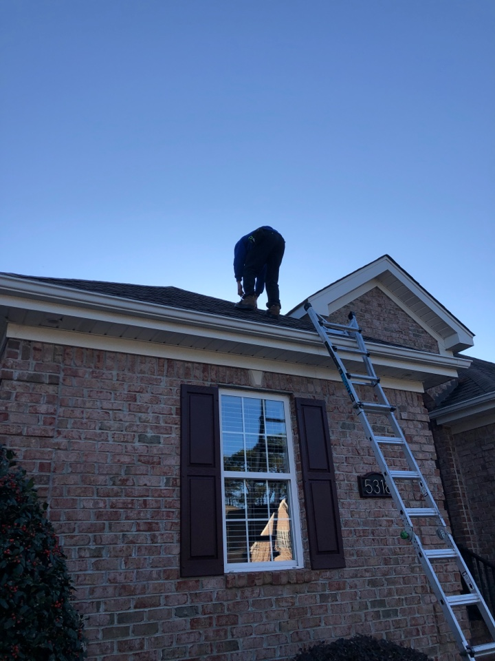 Wilmington, NC - Giving a free roof inspection