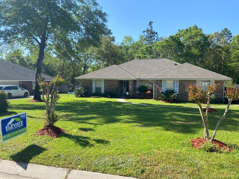 Milton, FL - Finished GAF HDZ Weathered Wood with GOLD PLEDGE built warranty only from Elevate