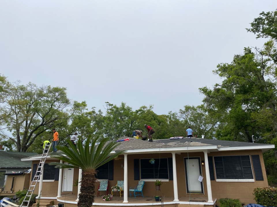 Pensacola, FL - Another roofing project from Elevate. GAF HDZ
