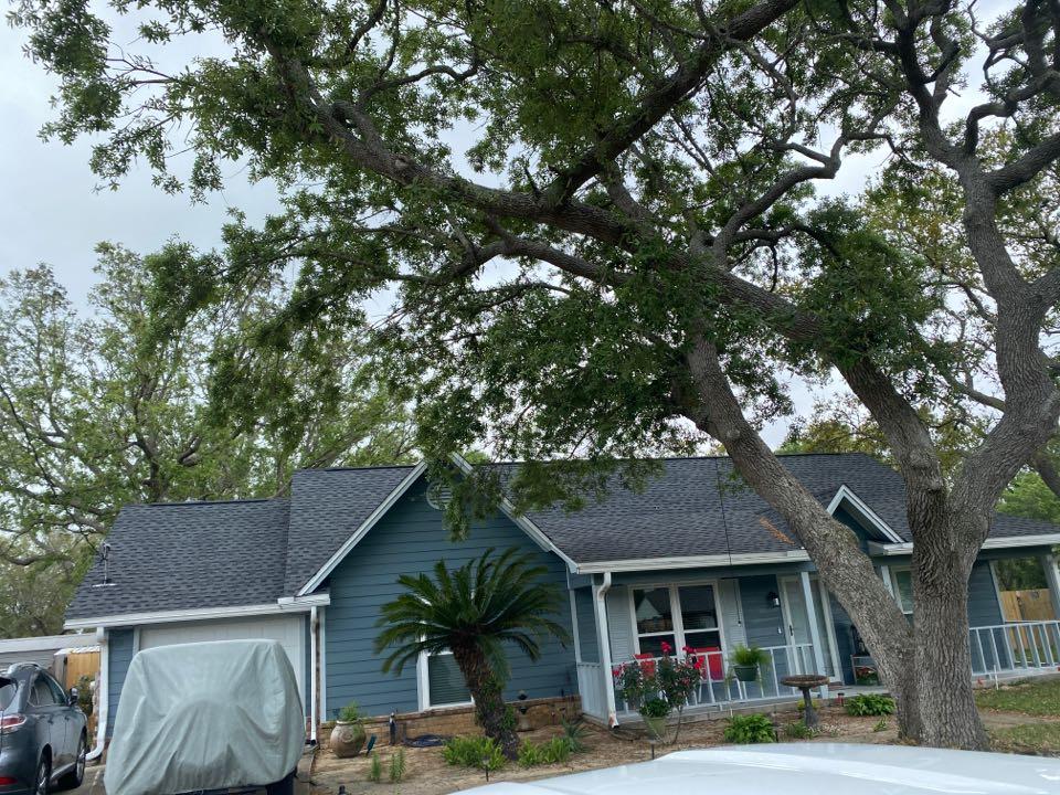 Pensacola, FL - Completed GAF HDZ roof!