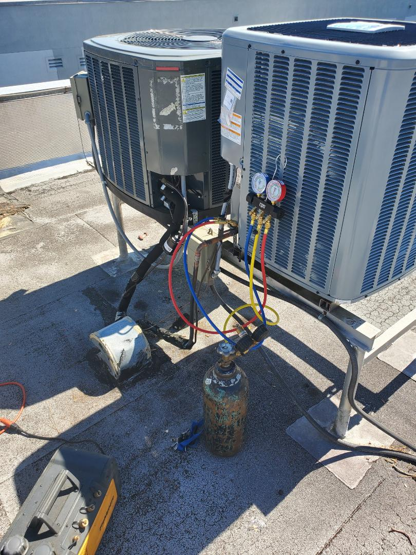 Gainesville, FL - New diakin ac system install rooftop for an apartment