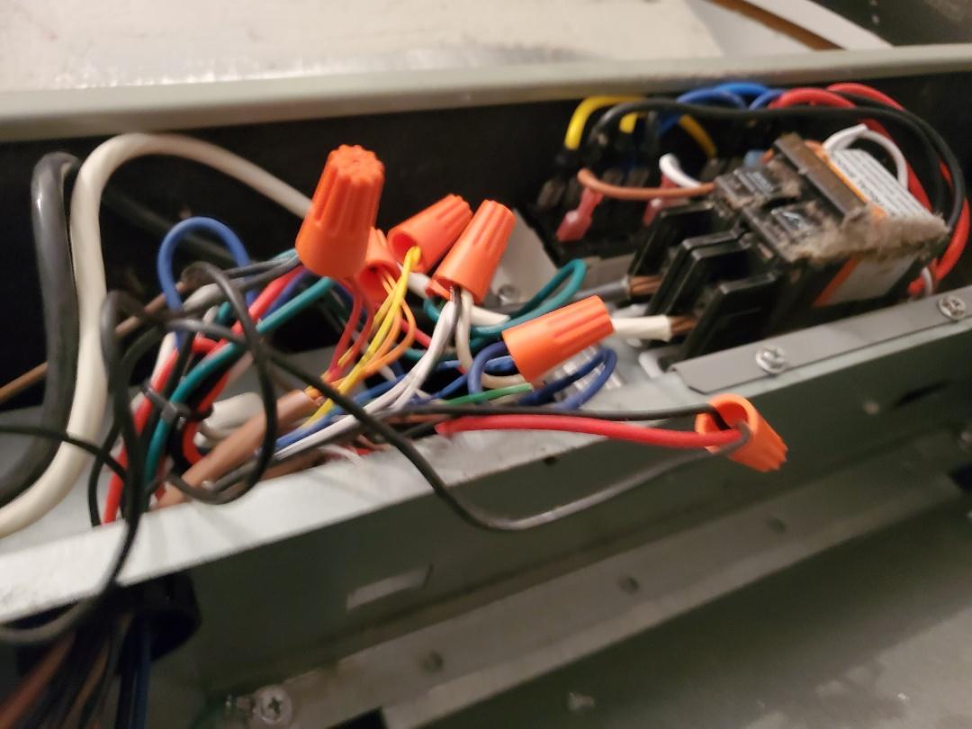 Gainesville, FL - Bad low voltage thermostat condenser wire.  Installed 24volt transformer in outside uniy