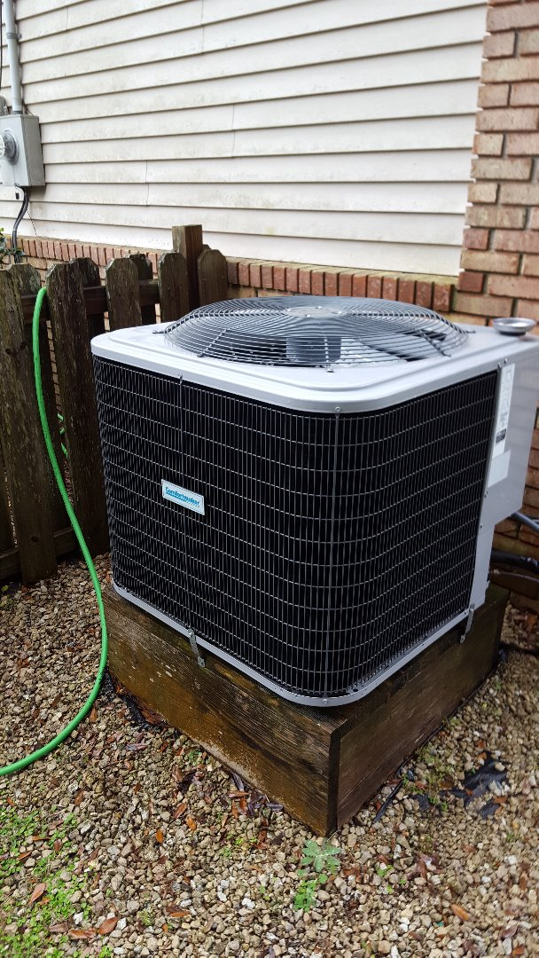Lake City, FL - Doing maintenance on three-year-old Comfortmaker heat pump system