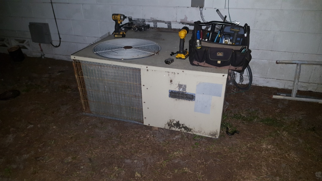 Bronson, FL - Doing Diagnostics on 20 year old carrier package unit