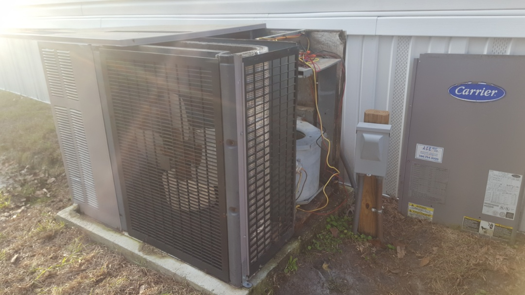 Trenton, FL - Doing Diagnostics on 21 year old carrier package unit