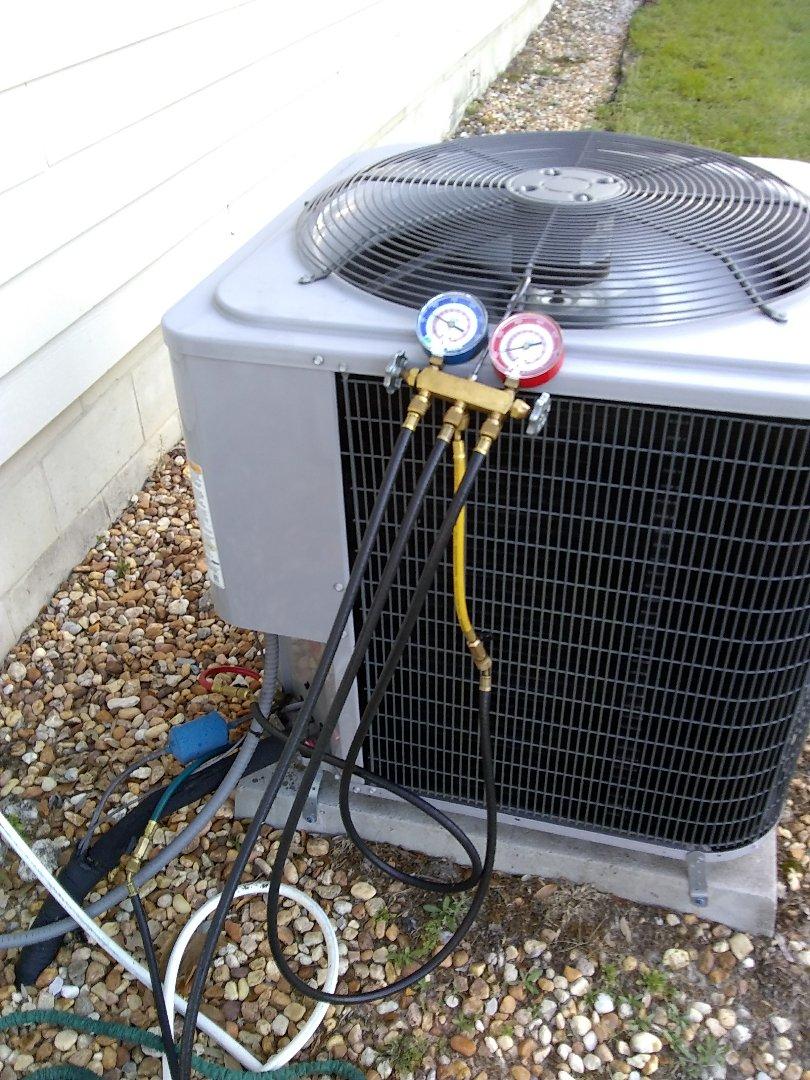 Alachua, FL - Doing a maintenance on a comfort maker heat pump.