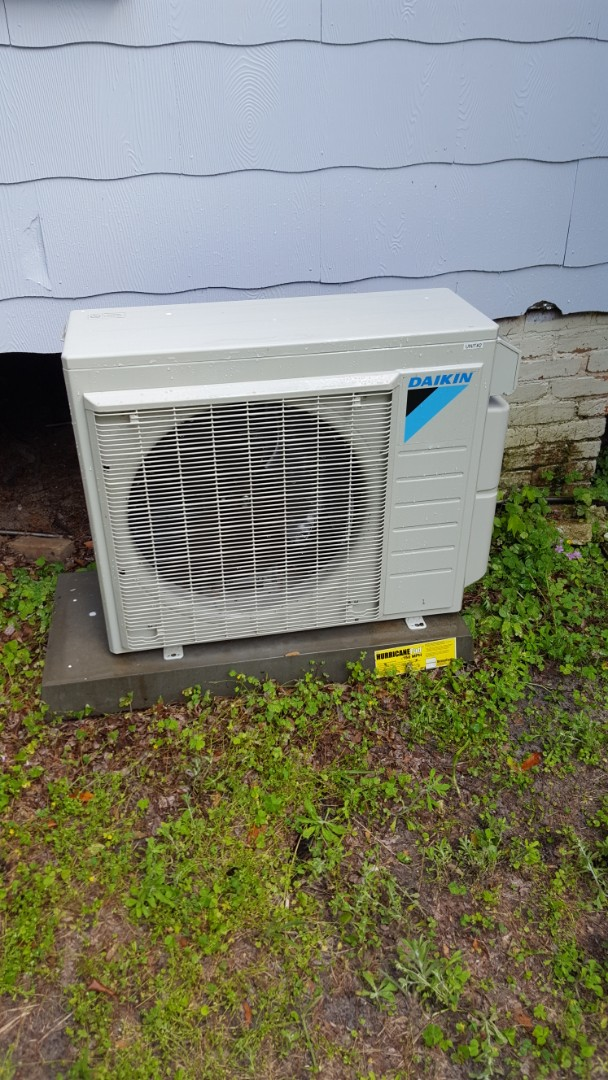 Newberry, FL - Did maintenance on two-year-old Daikin mini split