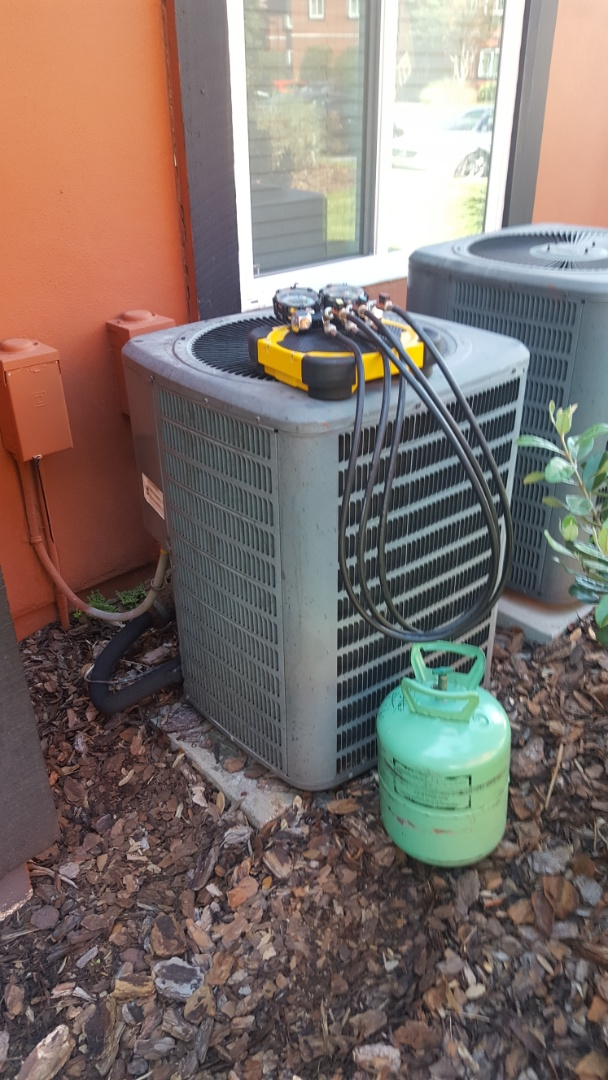 Williston, FL - Adding R22 refrigerant to a nine-year-old system