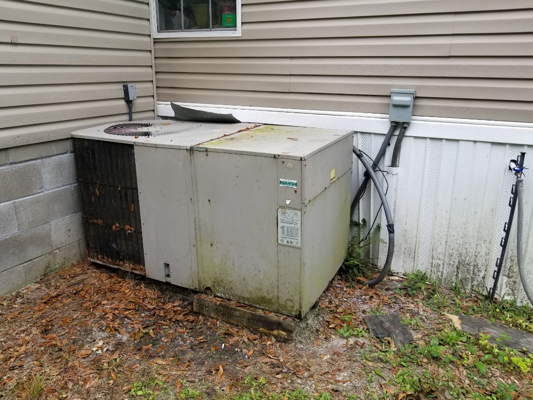 Lake City, FL - Installing a new 4 ton 16 SEER package heat pump unit.