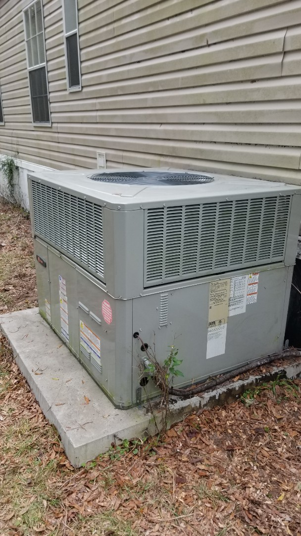 High Springs, FL - Replacing mobile home duct work crushed by dog
