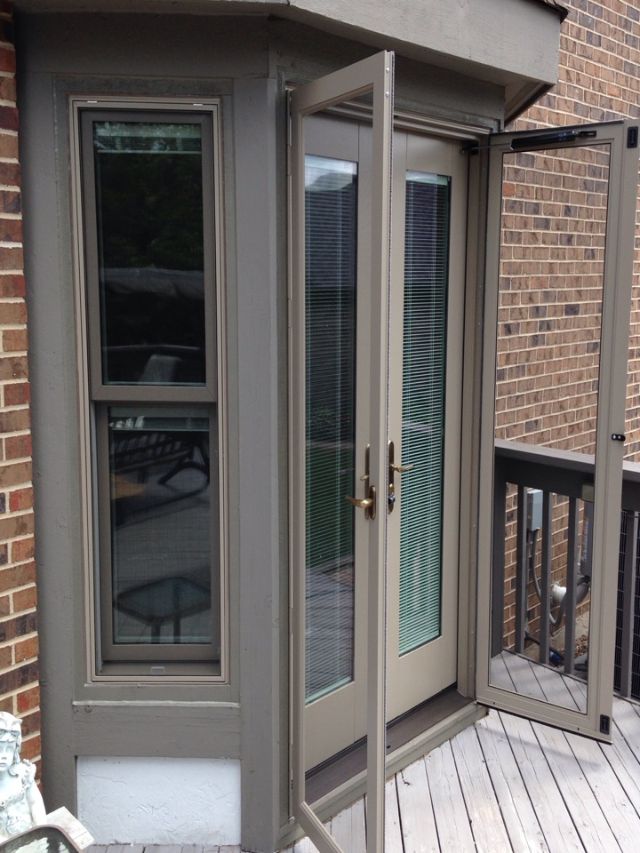 Orland Park, IL - Pella hinged patio door and dbl hung windows with internal blinds