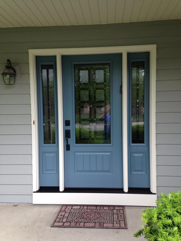Naperville, IL - Provia Signet door painted Geneva blue trimmed in coconut cream aluminum
