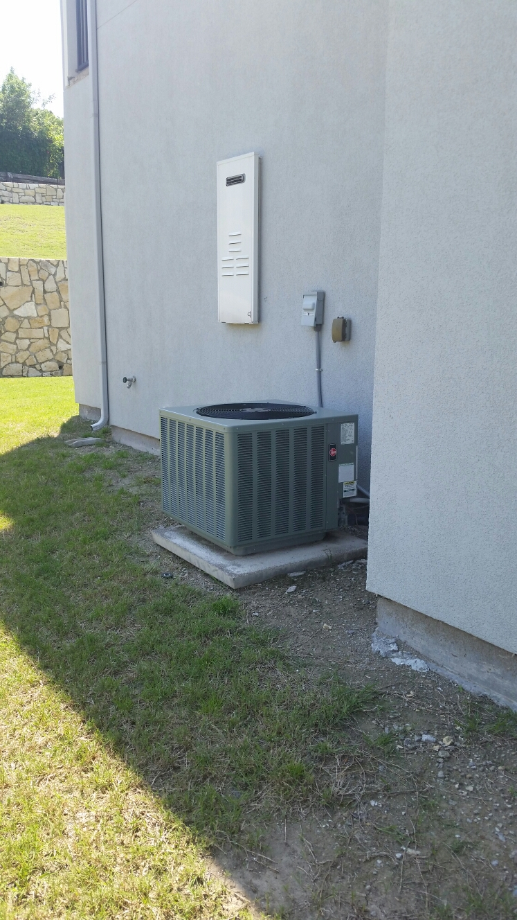 Heath, TX - Rheem ac repair repair freon leak at service valve and replace air conditioner fan motor capacitor