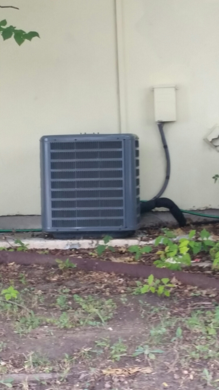 Rowlett, TX - AC repair Amana air conditioning system repair small leak at service valve Rowlett Texas ac repair amana air conditioning system repair small leak at service valve