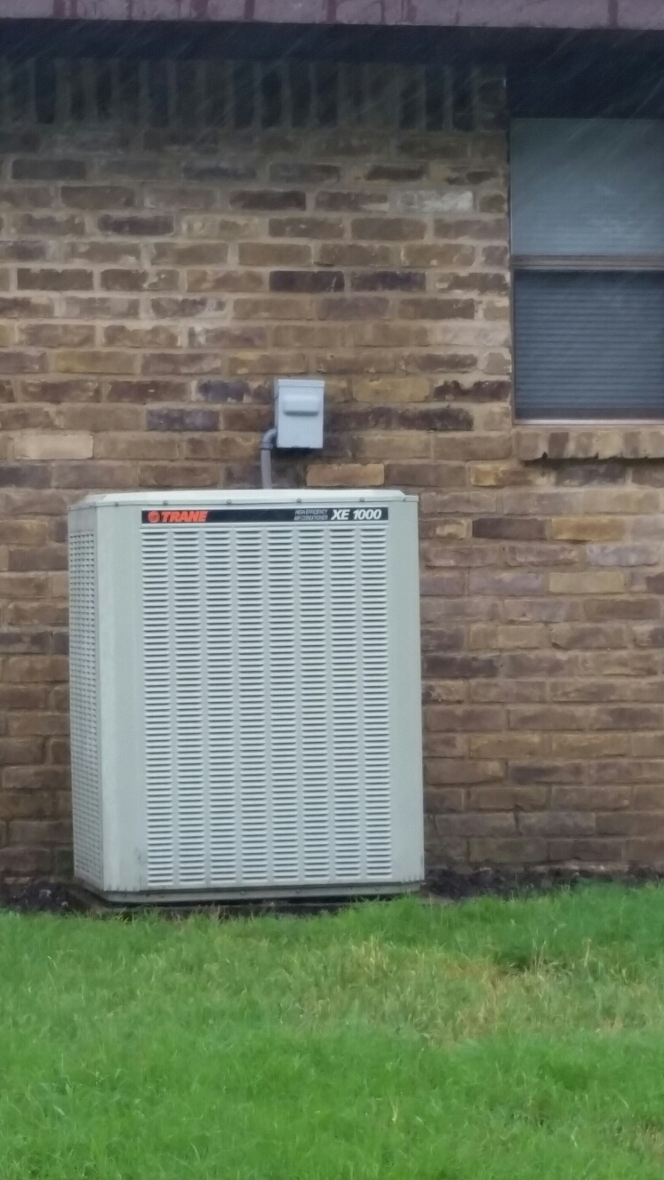 Plano, TX - AC repair replace condenser motor and run capacitor train xb1000 replace condenser motor and run capacitor Trame XB1000 perform air conditioning service Plano Texas