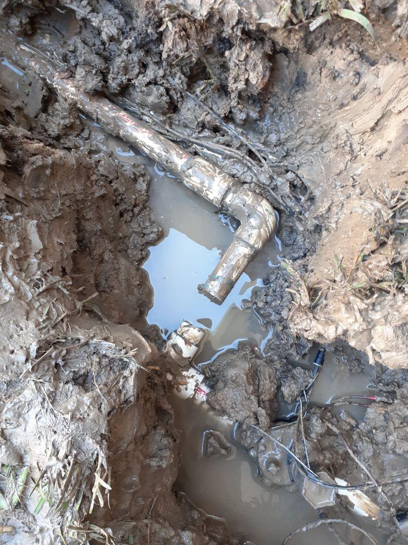 Friendswood, TX - Repairing sprinkler mainline leak.