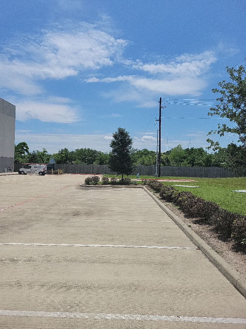 Houston, TX - Gave estimate to repair leak.