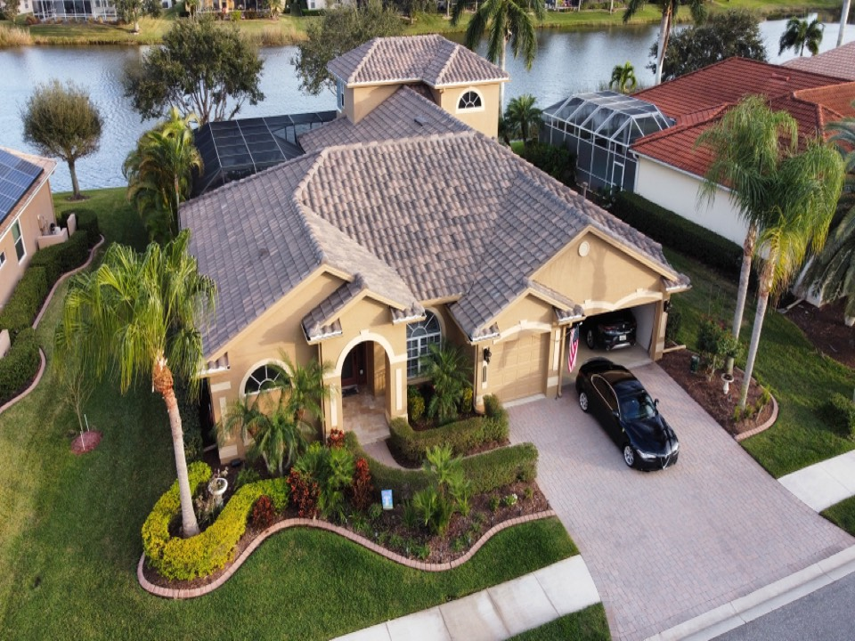 Sarasota, FL - Beautiful Tile Roof