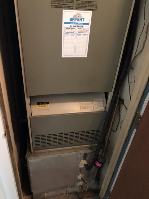 Lebanon, OH - Replaced Ruud furnace with new Five Star 80% gas furnace. Pictured below is the Ruud.
