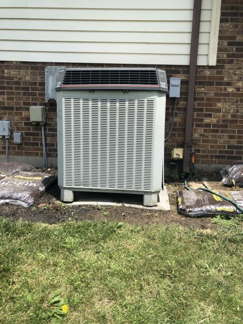 Centerville, OH - 2001 Trane AC blowing warm air. Advised to turn unit off and fan on.