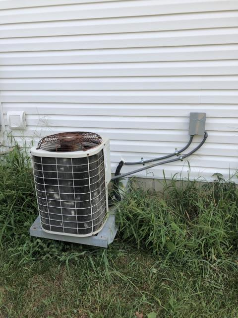 Springboro, OH - Installed a Carrier 16 SEER 3 Ton Air Conditioner for a Dayton customer. Replaced 1997 Bryant AC Unit (pictured below).