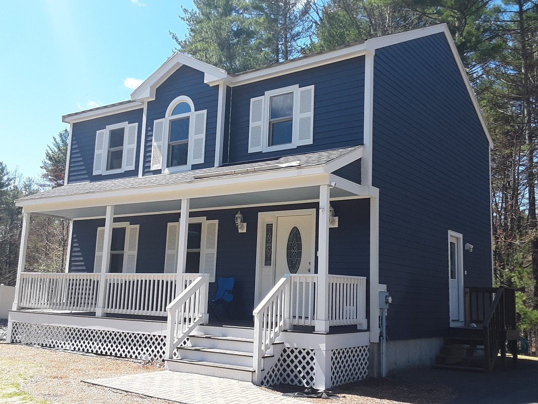 Townsend, MA - It's clear to see why James Hardie's Deep Ocean Blue is a favorite with home owners everywhere