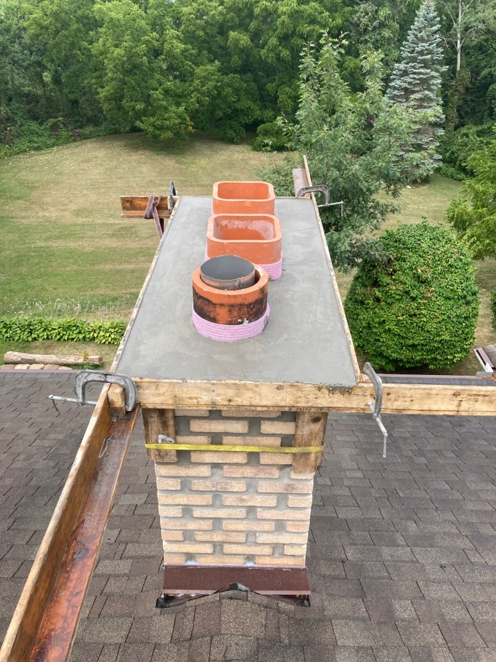 Mendota Heights, MN - Finished brick and poured crown